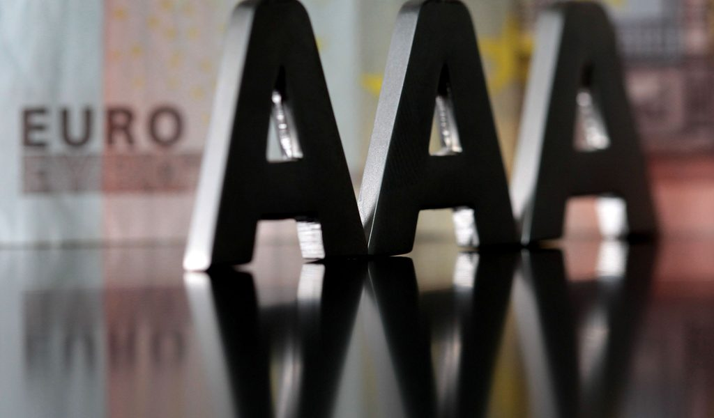 """(ILLUSTRATION)An illustration dated 17 January 2012 shows three A's lying on euro banknotes in Cologne,Germany. The rating agency Standard &Poor's (S&P) downgraded the credit rating of France as well as eight additional euro-zone countries last Friday. Of the 17 euro-zone countries, only 4, Germany, Finnland, The Netherlands and Luxembourg, received the best rating """"AAA"""". Photo: OLIVERBERG"""